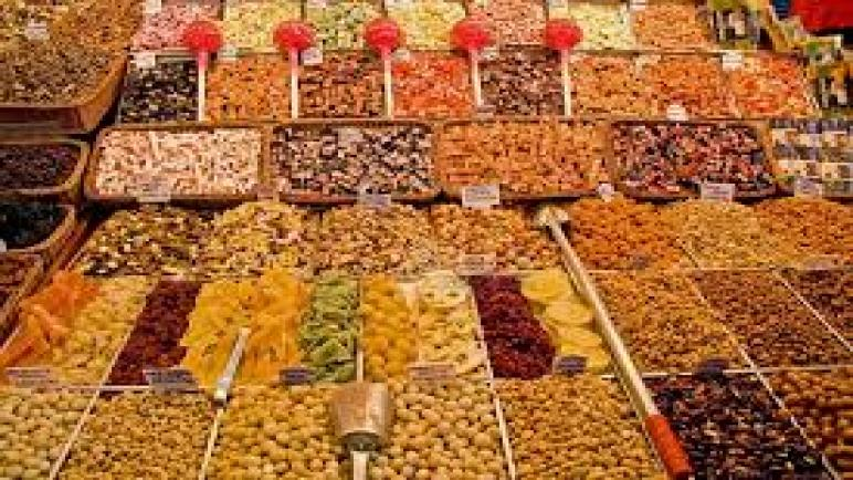 قبل طرحها في رمضان ضبط 98.5 طن ياميش وتمور غير صالحة للاستهلاك الأدمي