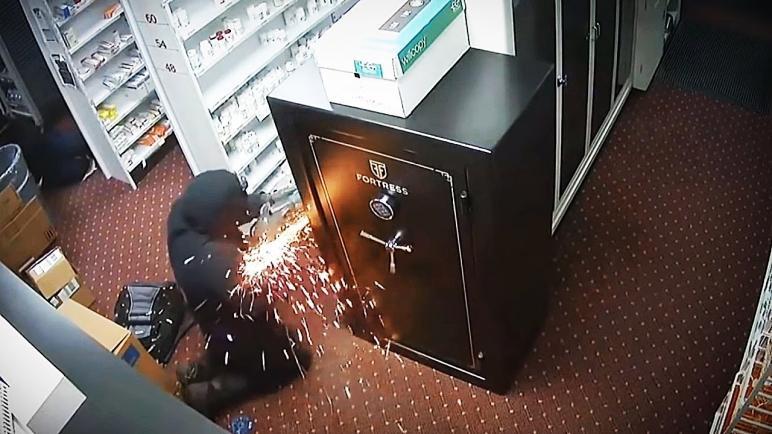 موظف أمن وراء سرقة خزينة البنك الزراعى في الشرقية