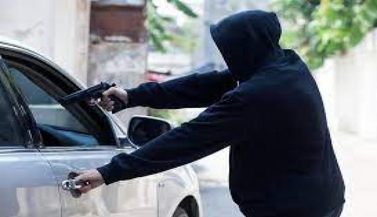 """المتهمين بسرقة سائق بـ15 مايو: """"استدرجناه بتوصيلة وهمية وهددناه بمسدسات صوت"""""""