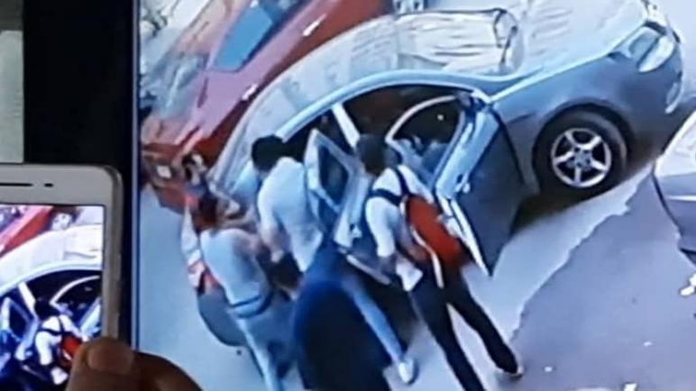 وقائع أخطر محاولة لاختطاف مواطن والاعتداء علية بوحشية في شارع الليبني